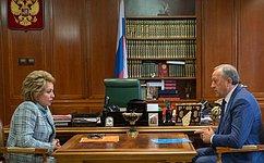 В.Матвиенко обсудила сгубернатором Саратовской области В.Радаевым социально-экономическое развитие региона