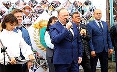 В. Лаптев поздравил сДнем знаний учащихся иколлективы образовательных учреждений