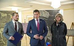 Д.Кузьмин открыл выставку, посвященную музею-заповеднику «Томская писаница»