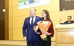 В. Лаптев вручил юным спасателям Новосибирской области награды засовершение героического поступка поспасению людей
