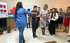 ВДень знаний Н.Косихина встретилась спреподавателями иучениками школ Ярославской области