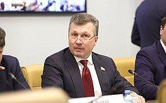 В. Васильев провел «круглый стол», посвященный ходу реализации национального проекта «Безопасные икачественные автомобильные дороги»