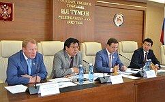 Д. Азаров иА. Акимов посетили Якутию