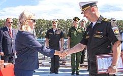Первому сенатору отРеспублики Крым О.Ковитиди вручены символы иатрибуты флотской службы