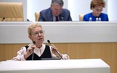 Е.Мизулина представила отчет оработе Временной комиссии СФ поподготовке предложений посовершенствованию Семейного кодекса