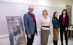 ВСовете Федерации открылась выставка заслуженного художника России О.Леонова «Москва имосквичи»