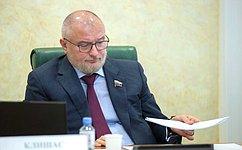 А. Клишас представил позицию СФ порассмотрению вКонституционном суде статьи закона обобразовании