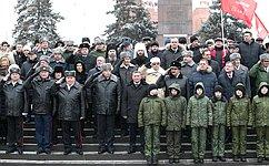 Т. Лебедева приняла участие вцеремонии возложения цветов ивенков кВечному огню наплощади Павших борцов вВолгограде