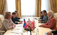 Валентина Матвиенко провела встречу сГенеральным секретарем Верховного совета поделам женщин Королевства Бахрейн Халой Аль-Ансари