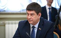В.Смирнов: Федеральные государственные образовательные стандарты необходимо урегулировать федеральным законом