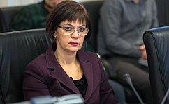 Е.Попова выступила сдокладом вОбщественной палате РФ
