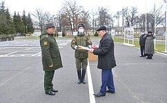 Внашей стране ведется работа как поукреплению обороноспособности, так ипорешению бытовых вопросов военнослужащих– А.Михайлов