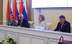 В. Матвиенко иМ.Мясникович провели встречу сруководителями органов государственной власти субъектов РФ ирегионов Республики Беларусь