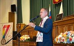 В. Кравченко: ВТомской области есть все условия, чтобы молодые таланты находили применение своим знаниям иумениям