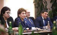 Г.Карелова вручила Благодарности Председателя СФ женщинам, которые вносят большой вклад вразвитие региона