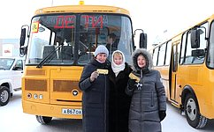 Р. Галушина приняла участие впередаче нового автотранспорта образовательным имедицинским организациям Ненецкого автономного округа