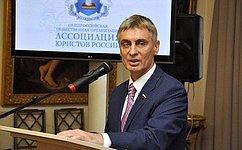 Сергей Фабричный вручил именные стипендии студентам новгородского университета
