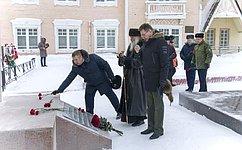 Д. Гусев поздравил жителей Ненецкого АО ивоеннослужащих сднём защитника Отечества