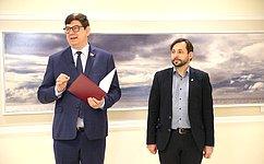 ВСовете Федерации открылась выставка «Я помню чудное мгновение» Алексея Буртасенкова
