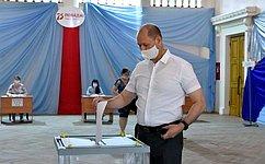 В. Лакунин: абсолютное большинство жителей Дона приняли участие вголосовании повопросу одобрения поправок восновной закон страны
