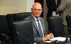 В. Круглый: Нужно обеспечить доступность незарегистрированных вРоссии лекарственных препаратов