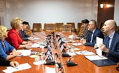 Л. Гумерова встретилась сдиректором Департамента стран спереходной иразвитой экономикой ВОИС М.Швантнером