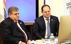 Сенаторы Владимир Джабаров иРостислав Гольдштейн провели прием граждан врежиме телемоста