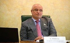 А. Клишас: Комитеты СФ поддержали законопроекты, закрепляющие дополнительные гарантии верховенства Конституции России