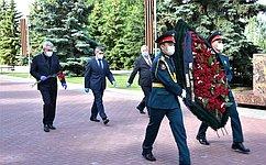 В. Николаев: Наш долг– хранить священную память оподвиге народа-победителя