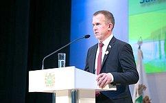Члены Совета Федерации Виктор Кресс иВладимир Кравченко вручили награды Совета Федерации