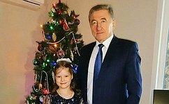 С. Лукин исполнил новогоднюю мечту семилетней Софьи Божко изВоронежа