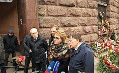 В.Матвиенко: Акции солидарности сСанкт-Петербургом демонстрируют, что террористам неудалось запугать россиян