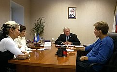 Г. Савинов провел приём граждан вУльяновске иурок успеха водном излицеев