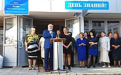 А. Тотоонов поздравил сДнем знаний учащихся московской школы иучастников движения «Дети России против терроризма»