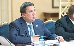 Молодые активисты изРеспублики Алтай небоятся брать насебя ответственность забудущее региона— В.Полетаев