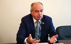 Iliyas Umakhanov held anumber ofbilateral meetings onthesidelines oftheSecond Eurasian Women's Forum