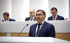 Министр строительства иЖКХ РФ В.Якушев выступил напленарном заседании Совета Федерации