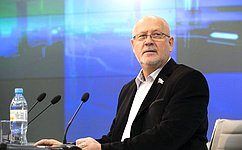 А.Соболев обсудил состудентами изроссийских регионов вопросы журналистской этики
