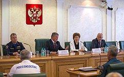 Ю.Воробьев провел встречу сЗаслуженными спасателями Российской Федерации