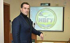 Э. Исаков: Важен диалог между молодежью ипредставителями органов государственной власти