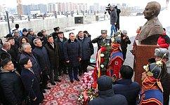 Сенаторы приняли участие воткрытии памятника дважды Герою Советского Союза, Герою Монголии генералу армии Иссе Плиеву