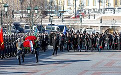 В. Матвиенко приняла участие вцеремонии возложения венка кМогиле Неизвестного Солдата
