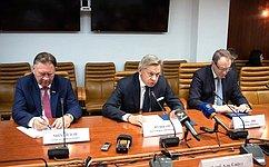 Члены Временной комиссии СФ поинформационной политике ивзаимодействию соСМИ встретились синостранными журналистами