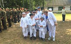 Сенатор Ольга Хохлова поздравила юнармейцев соткрытием летних сборов