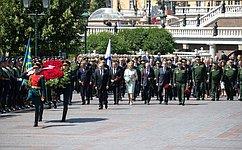 Председатель СФ В. Матвиенко приняла участие вцеремонии возложения венков кМогиле Неизвестного Солдата вМоскве