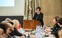 Е. Лахова призвала создать институт общественных наставников для воспитания молодежи вдухе фундаментальных нравственных ценностей