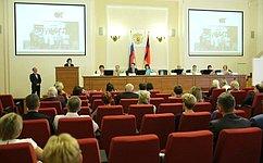 Е.Попова вручила благодарственные письма медицинским работникам Волгоградской области