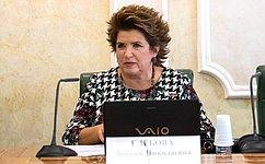 Любовь Глебова: Центром внимания при поддержке волонтерства состороны властей должен оставаться человек