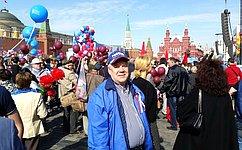 С. Попов принял участие впраздничной первомайской демонстрации