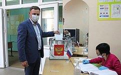 В. Новожилов принял участие вдосрочном голосовании попоправкам вКонституцию РФ